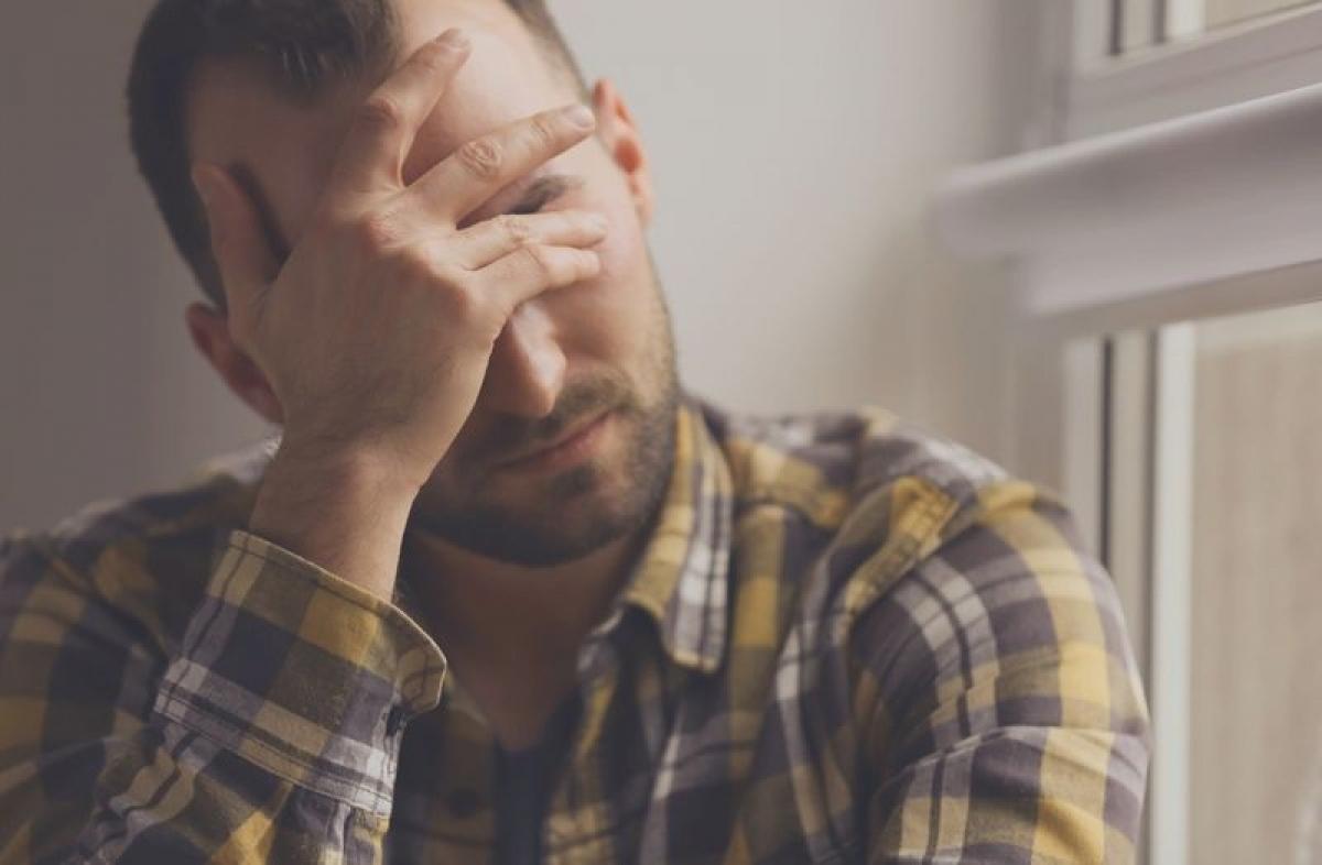 Trầm cảm: Lạm dụng rượu bia gây mất cân bằng hormone, mất ngủ và tách biệt xã hội, tất cả những yếu tố này đều khiến người nghiện rượu cảm thấy chán nản, vô vọng, làm tăng nguy cơ trầm cảm.