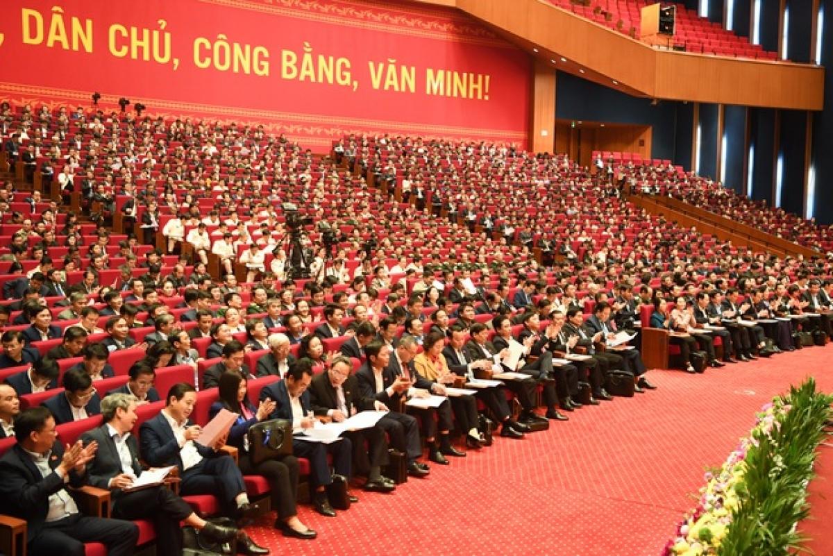 Các đại biểu nghe công bố danh sách trúng cử Ban Chấp hành Trung ương khóa XIII.