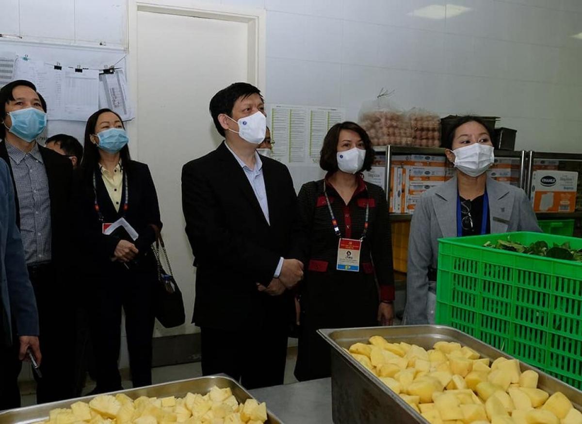 Bộ trưởng Nguyễn Thanh Long kiểm tra bếp ăn tại địa điểm lưu trú của Đại biểu. Ảnh:Trần Minh
