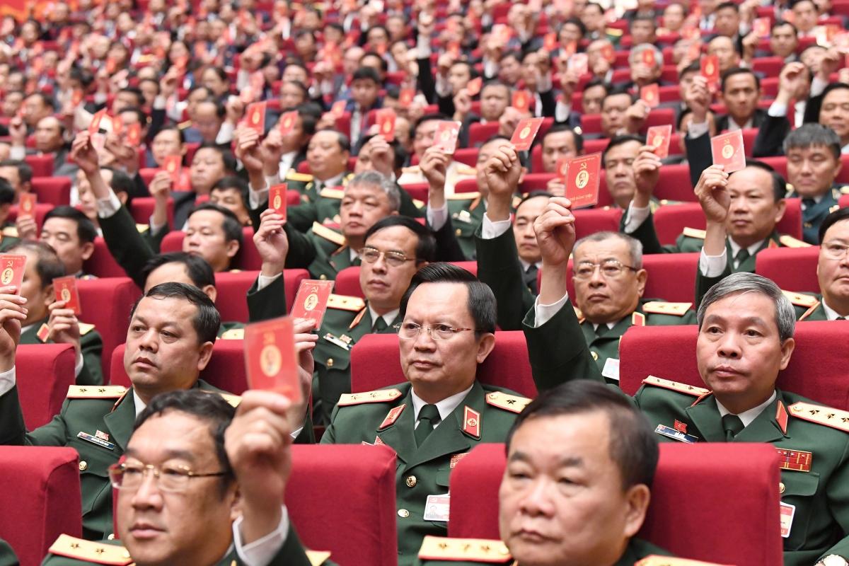 Đại biểudự Đại hội XIII của Đảng biểu quyết tại phiên trù bị
