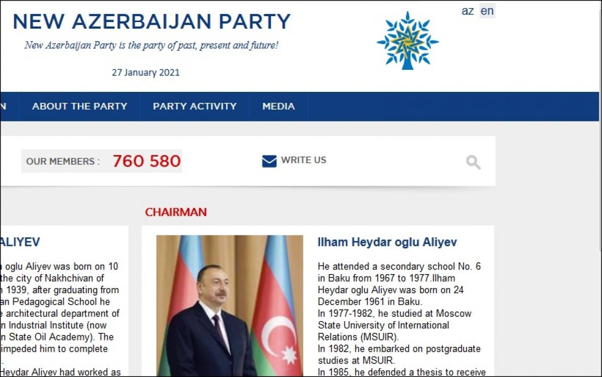 Trang tiếng Anh của website Đảng Azerbaijan Mới. Trong ảnh có chân dung Chủ tịch đảng này, ông Ilham Aliyev và tiểu sử của ông.