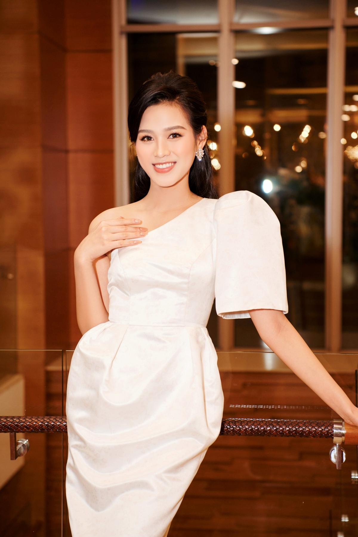 Thời gian tới, người đẹp gốc Thanh Hóa lên kế hoạch tích cực rèn luyện hoàn thiện về mọi mặt nhằm chuẩn bị hành trang tới đấu trường nhan sắc thế giới - Miss World.