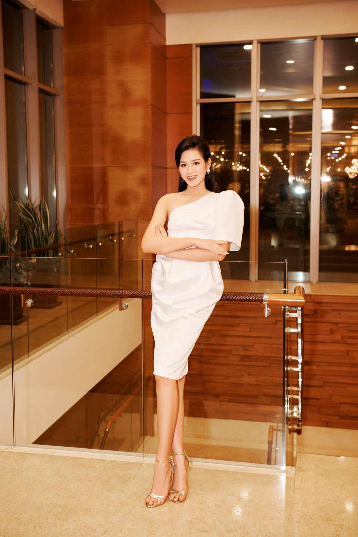 Hoa hậu Việt Nam 2020 gây thiện cảm với nụ cười tươi sáng thường trực cùng nhan sắc tuổi đôi mươi thăng hạng rực rỡ.