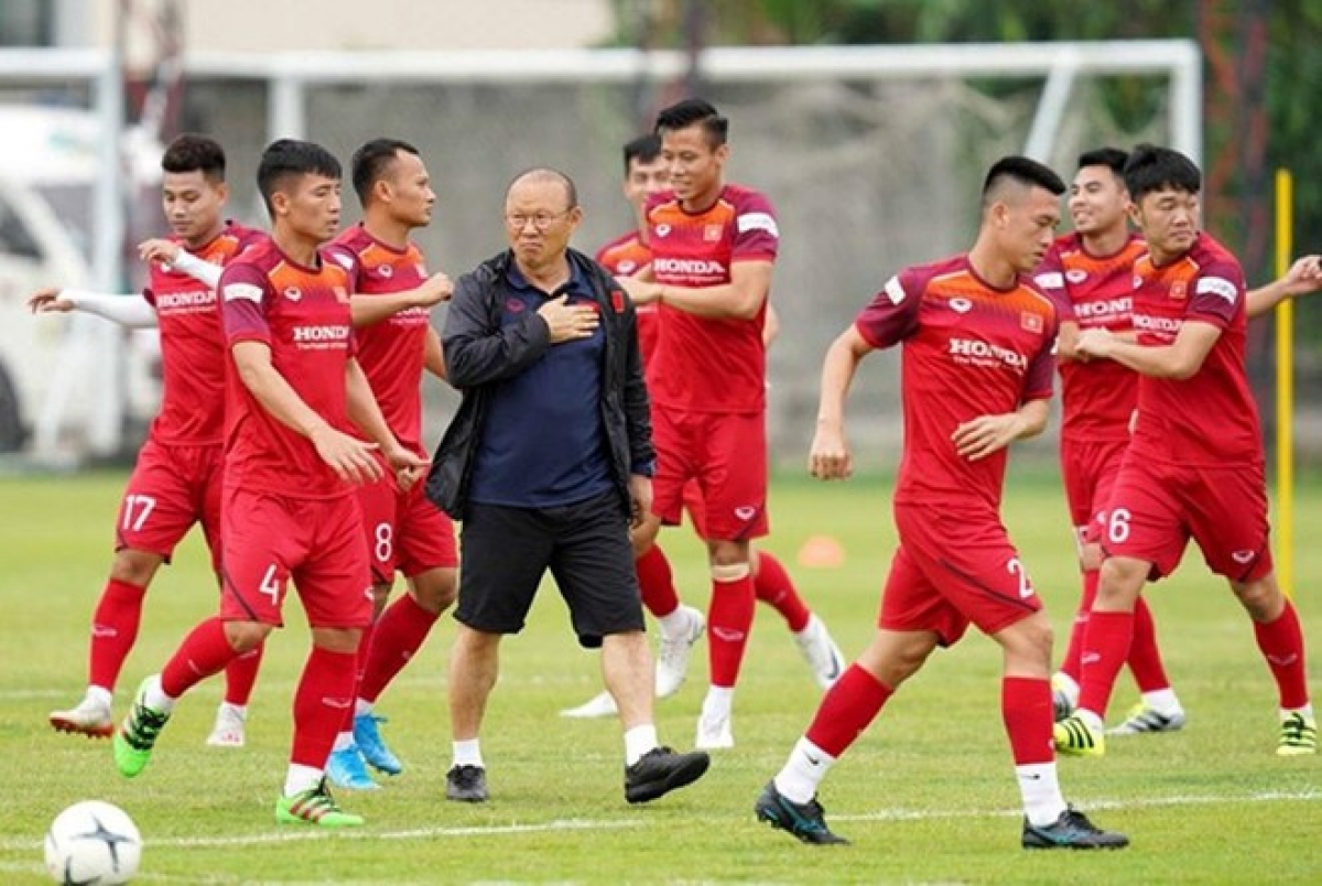 Head coach Park Hang Seo and his players at a training camp