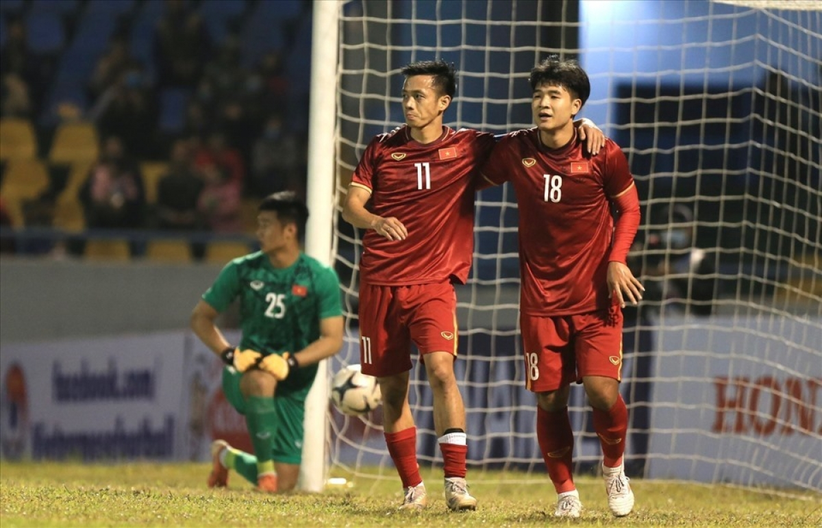 Footballers of the Vietnamese national men's football team play intheirfinal gathering of2020.