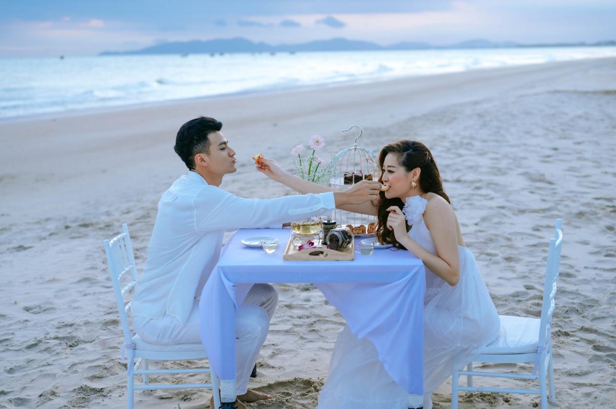Vốn có lợi thế về diễn xuất khi từng là diễn viên, không khó để Khánh Vân hòa nhập với đàn anh.