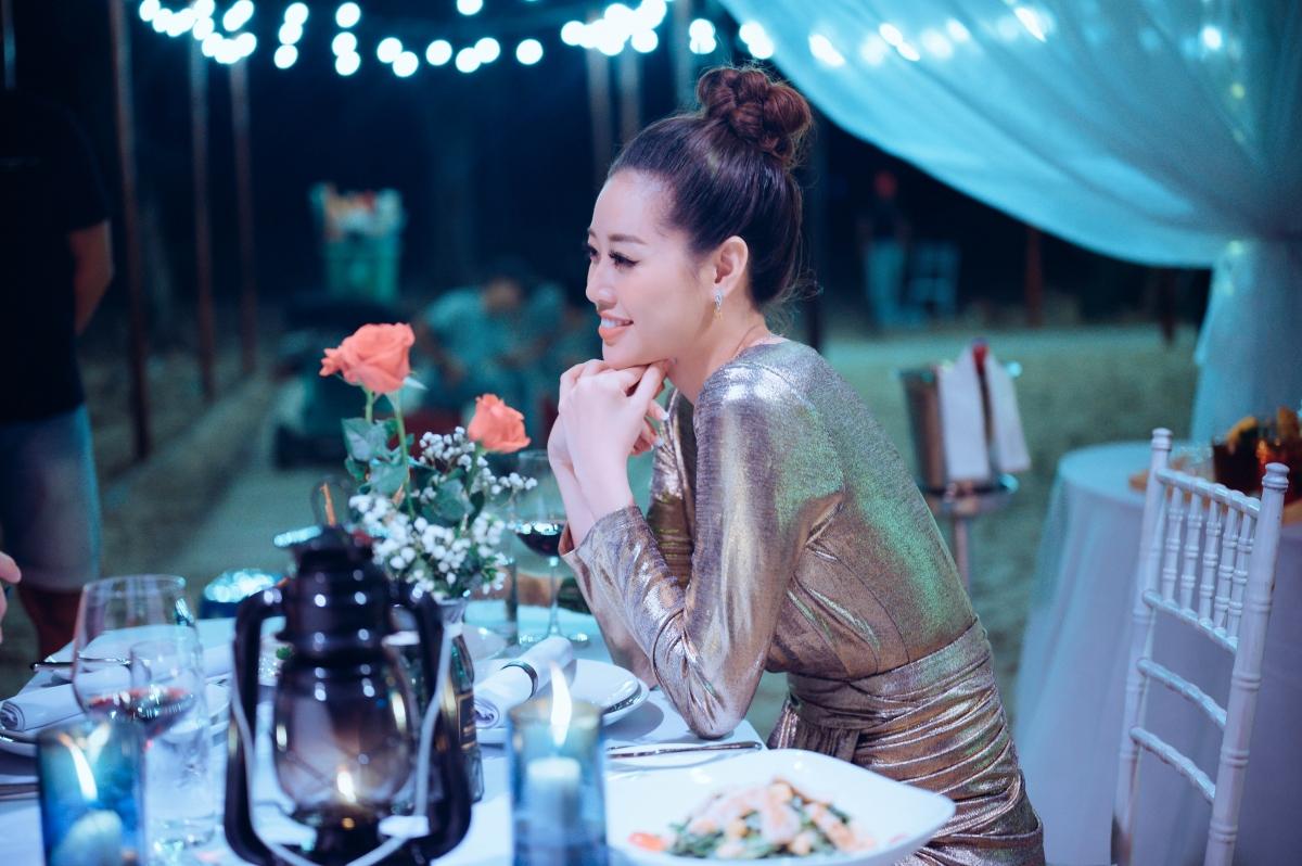 Hiện tại, bên cạnh các sự kiện, hoạt động nghệ thuật, Hoa hậu Khánh Vân đangluyện tập hết mình để chuẩn bị đến với đấu trường Hoa hậu Hoàn vũ thế giới 2021.