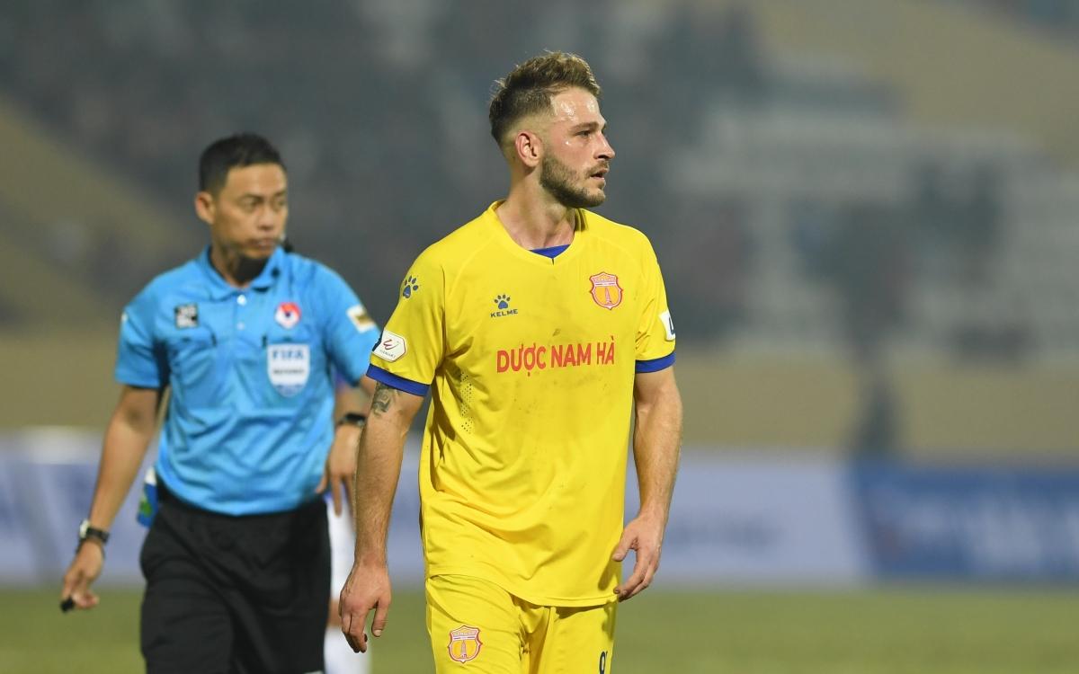 Tính cả Nam Định thì trong sự nghiệp của mình,Gramoz Kurtaj đã chơi tổng cộng cho 9 câu lạc bộ. Đội bóng đầu tiên mà cầu thủ sinh năm 1991 thi đấu làHertha BSC II, ghi tổng cộng 26 bàn thắng/212 trận.