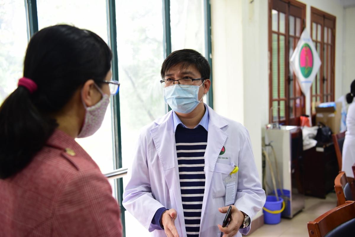 Tiến hành xét nghiệm cho các phóng viên phục vụ Đại hội lần này là đội ngũ y bác sĩ đến từ bệnh viện Phổi Trung ương và bệnh viện E.