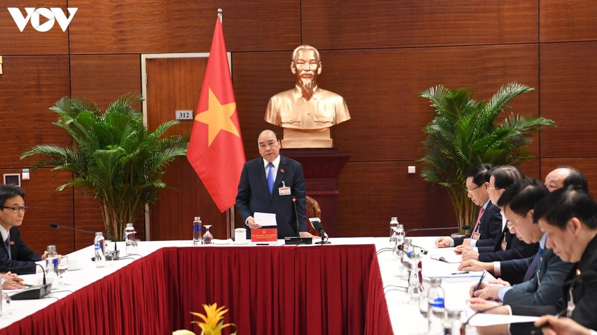 Sáng 28/1, Thủ tướng Chính phủ Nguyễn Xuân Phúc chủ trì cuộc họp khẩn tại Trung tâm Hội nghị Quốc gia với Ban Chỉ đạo Quốc gia về phòng, chống dịch COVID-19 sau khi phát hiện 82ca mắc mới trong cộng đồng tại Hải Dương và Quảng Ninh.