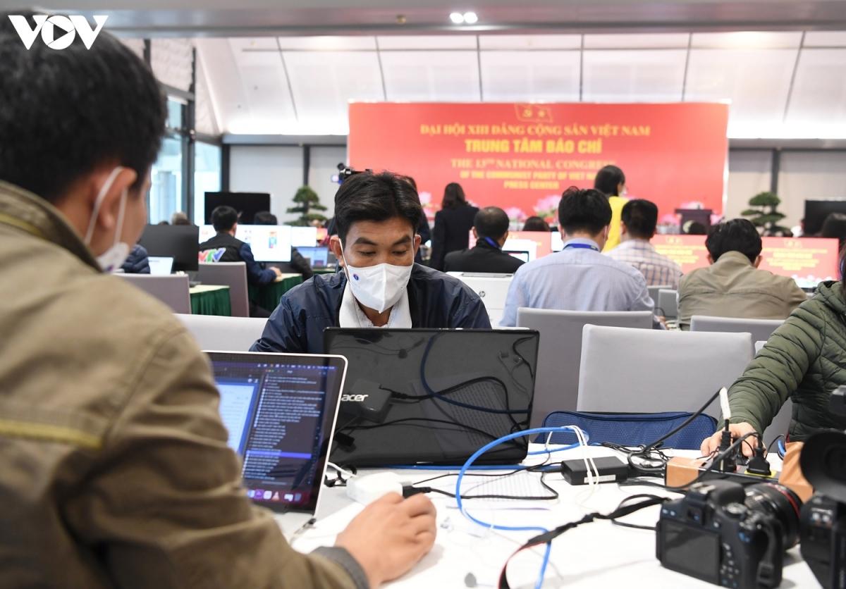 Trước khi tham dự đại hội Đảng, tất cả các phóng viên đều đã được xét nghiệm COVID-19 hai lần và đều có kết quả âm tính.