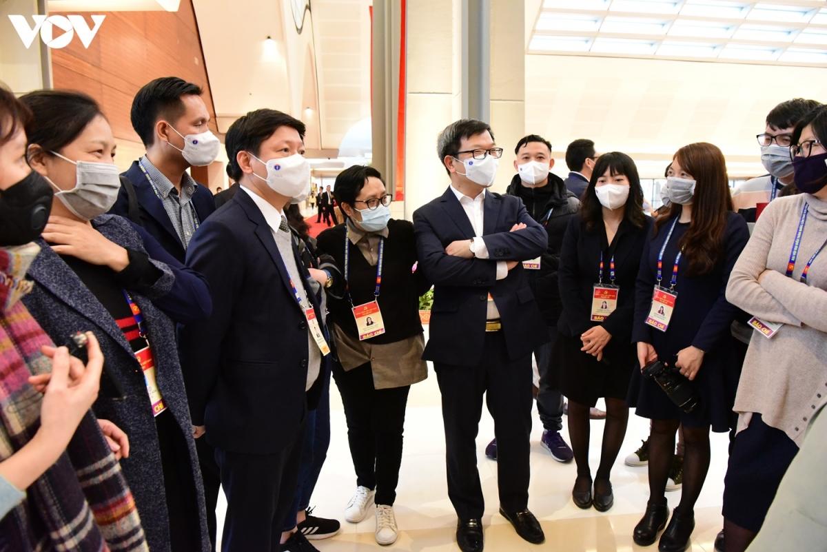 Bên lề Đại hội, lãnh đạo Vụ Báo chí - Ban Tuyên giáo Trung ương đề nghị các phóng viên tác nghiệp tại Đại hội chú ý những biện pháp phòng, chống dịch.