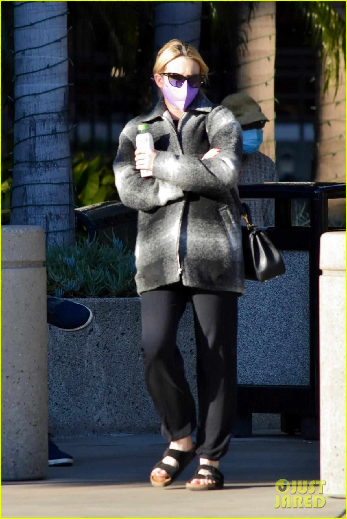 Sự xuất hiện của Emma Roberts nhanh chóng thu hút sự quan tâm của công chúng.