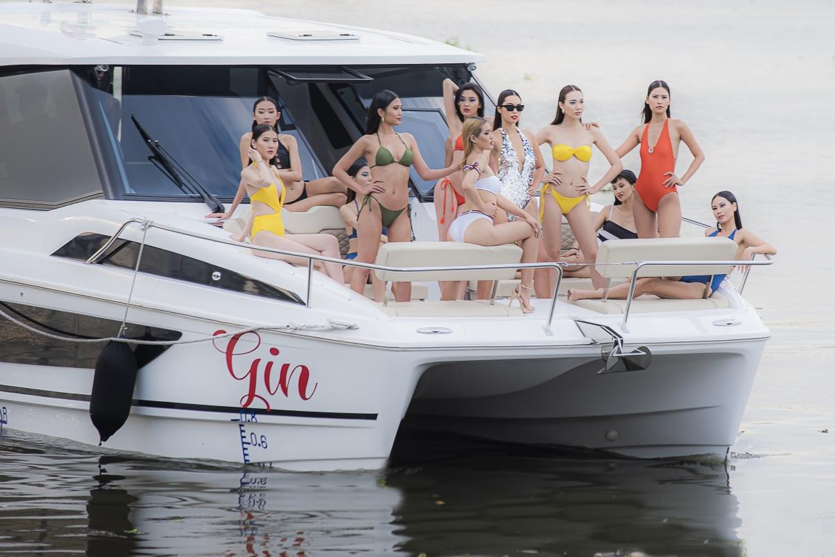 """Hà Anh """"mạnh tay"""" chi 13 tỷ thuê du thuyền để trình diễn show áo tắm."""