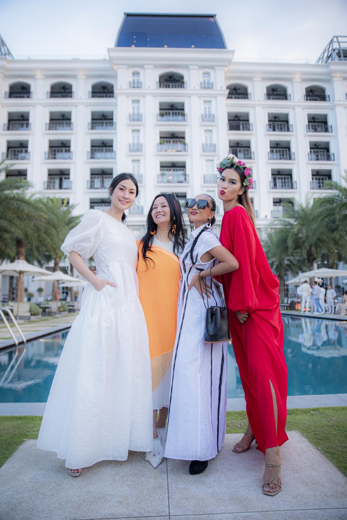 Diva Hồng Nhung, ca sĩ Đoan Trang,...cùng nhiều khách mời đến chúc mừng Hà Anh.