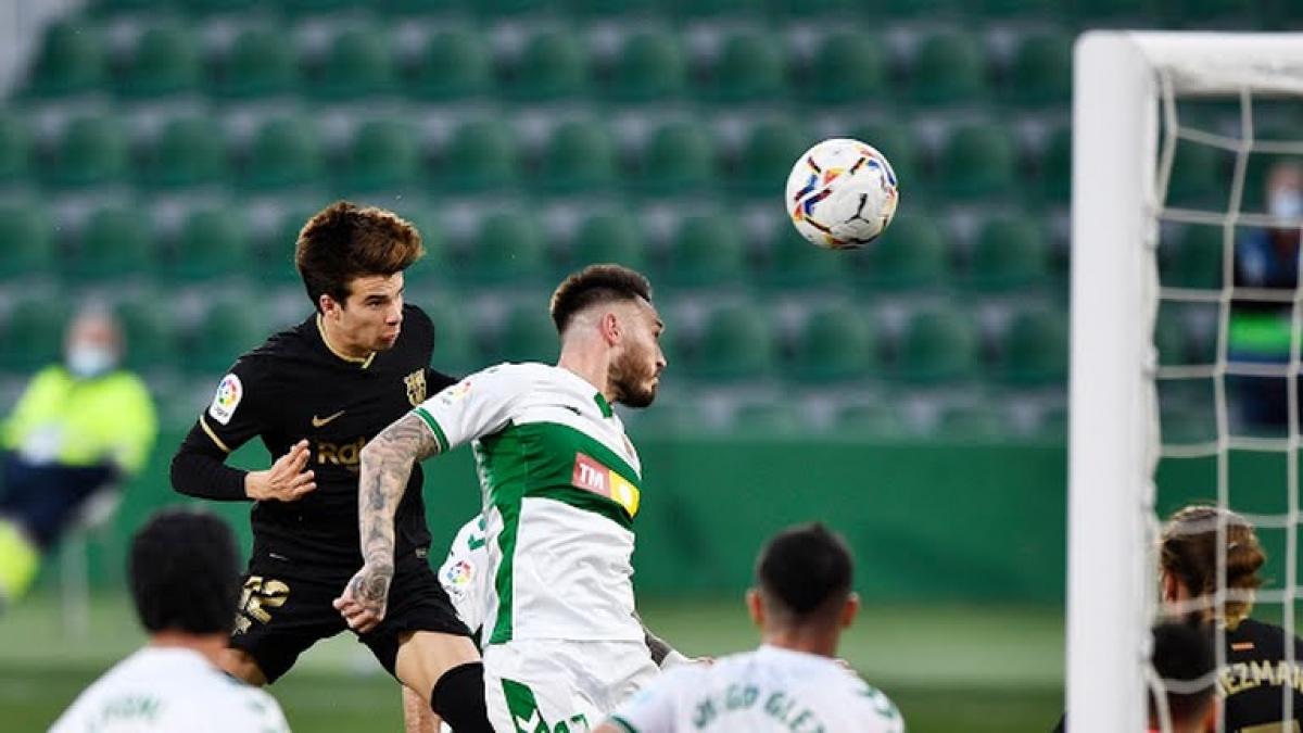 Barca giành chiến thắng 2-0 trước Elche để vào tốp 3 (Ảnh: Reuters).