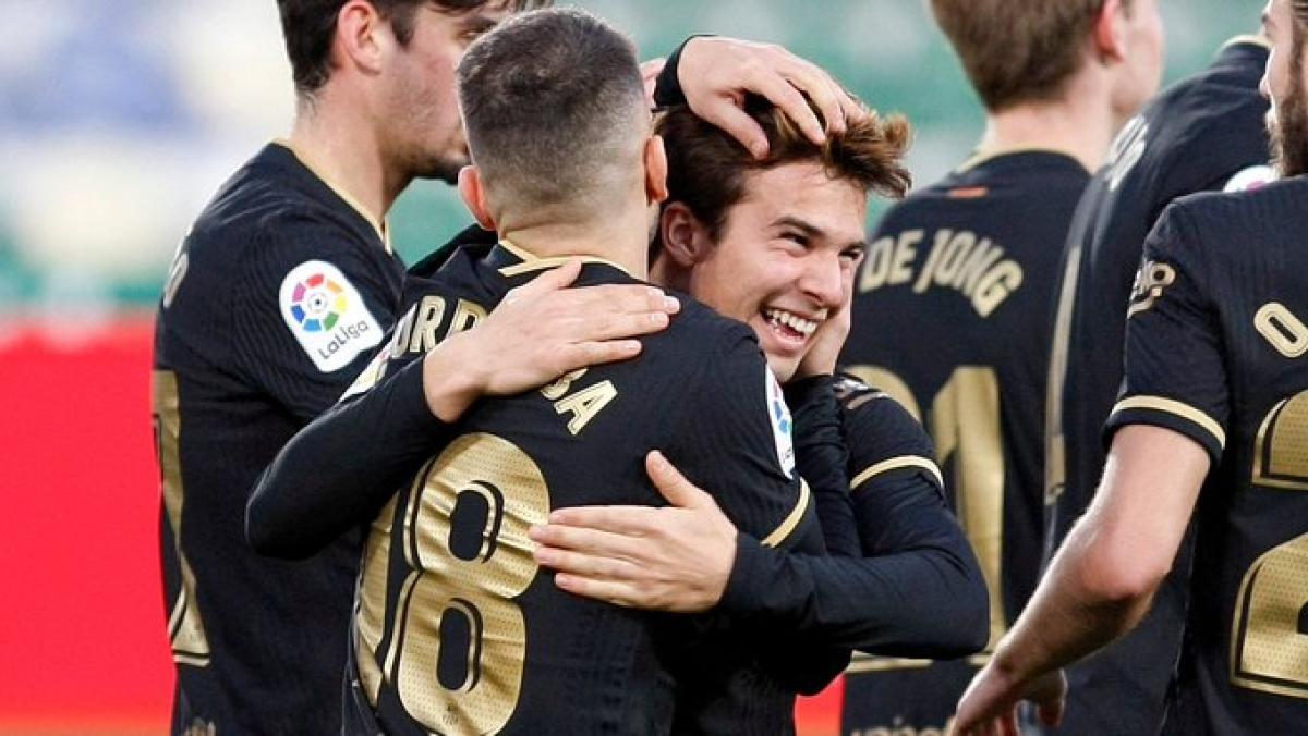 Nguồn cảm hứng từ đôi chân trẻ trung của Frenkie De Jong hay Riqui Puig sẽ giúp Barca tìm ra lời giải cho bài toán thay thế Lionel Messi?