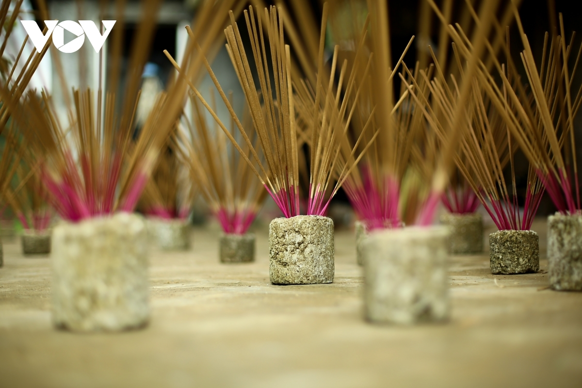 Sometimes locals dry the incense in the kitchen in order to have the product ready for use at customers' request.