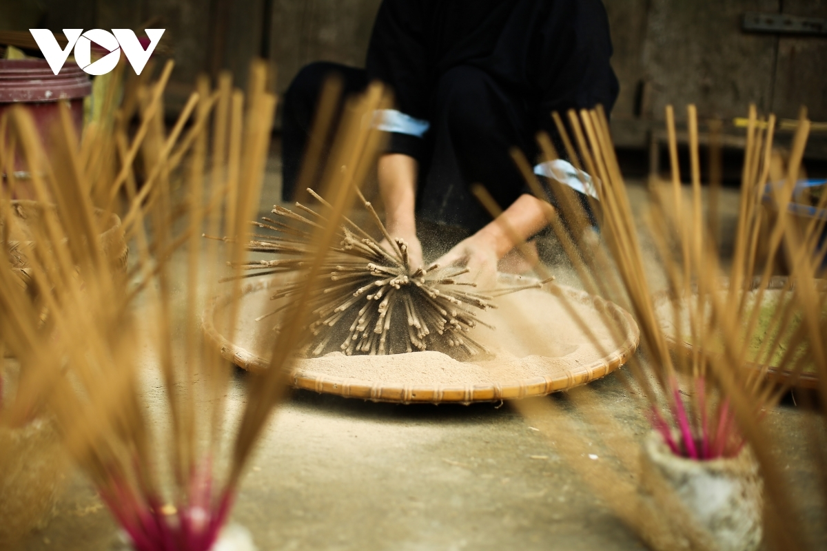 The most time-consuming stage of the process is drying the incense. Locals often dry them at midday as it is the hottest part of the day.