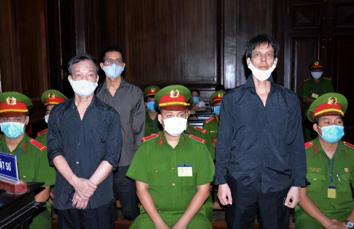 Các bị cáo tại phiên tòa sáng 5/1.