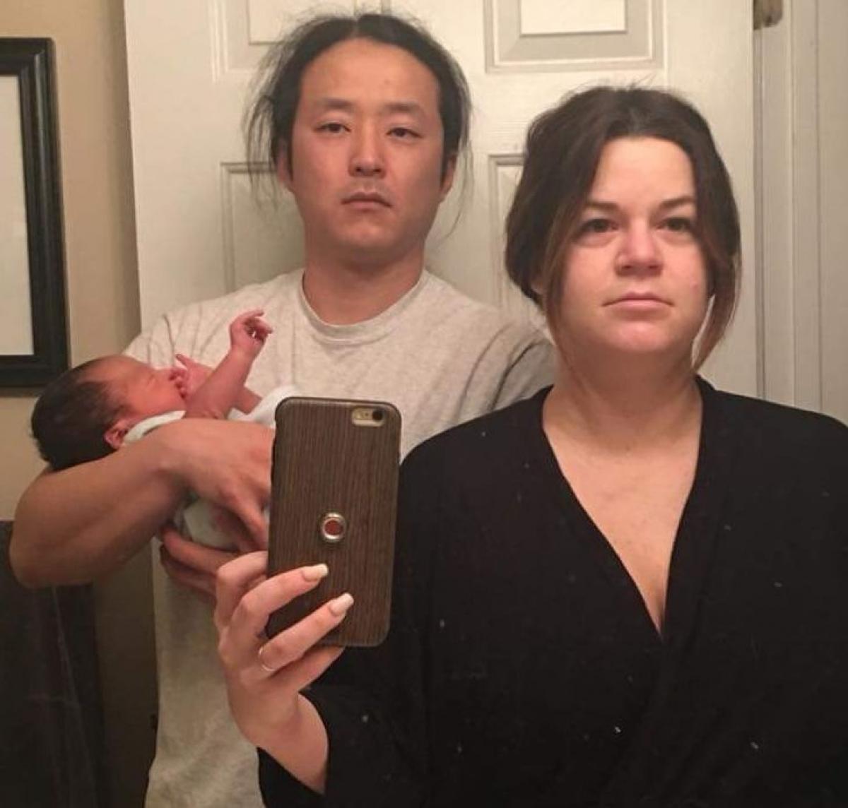 Gương mặt phờ phạc của hai người bạn thời đại học của tôi khi họ có con./.