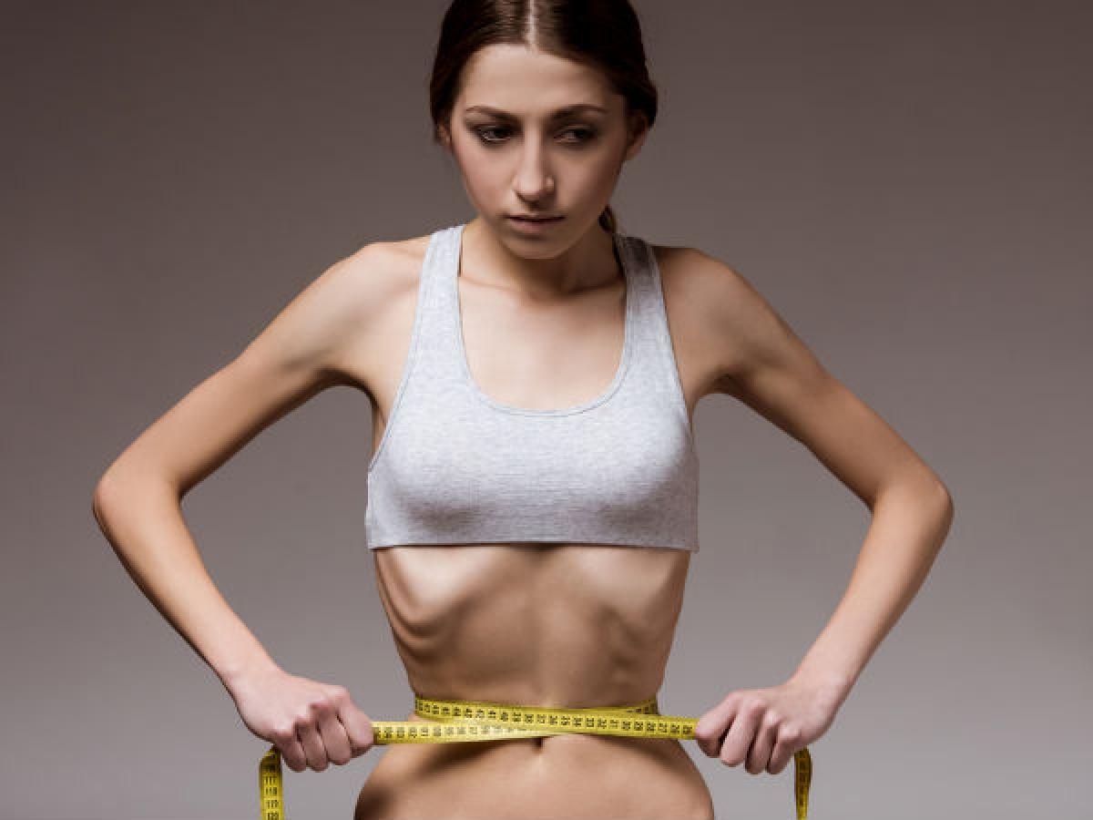 Rối loạn ăn uống: Các chứng rối loạn ăn uống như chán ăn hay cuồng ăn có thể gây tổn thương hệ miễn dịch, từ đó gây bốc hỏa và nhiều vấn đề sức khỏe khác.