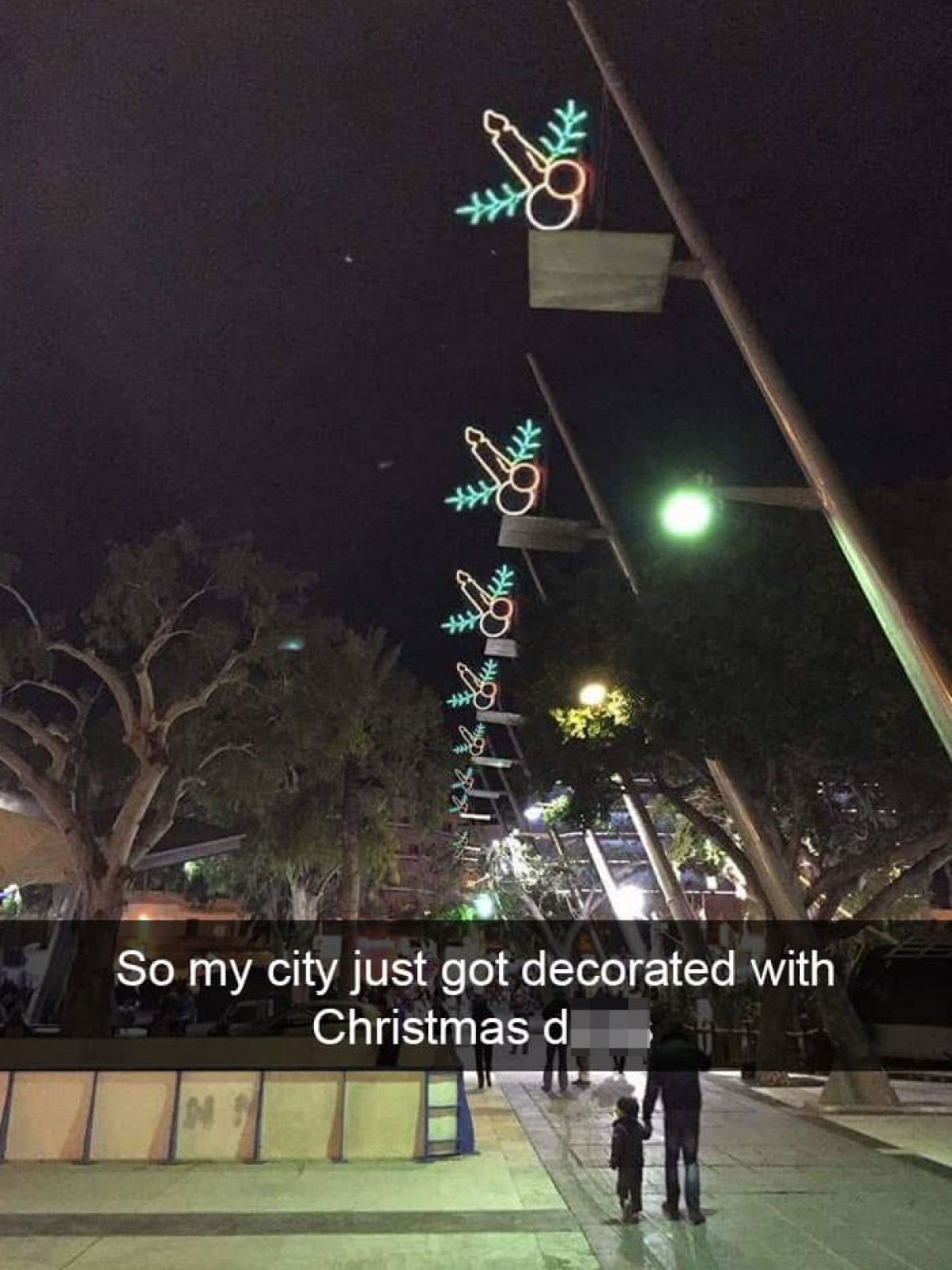Đèn trang trí Giáng sinh có hình dáng kỳ quặc và khó hiểu. 