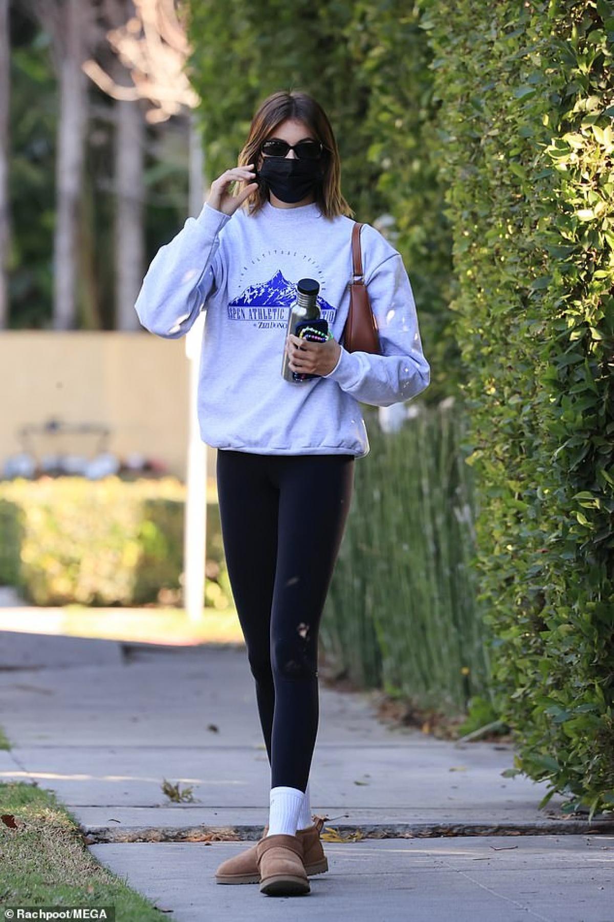 Con gái siêu mẫu Cindy Crawford diện trang phục thể thao khỏe khoắn, năng động.