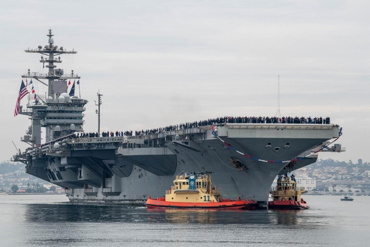 Tàu sân bay USS Abraham Lincoln (CVN 72) chạy bằng năng lượng hạt nhân; Nguồn: gcaptain.com