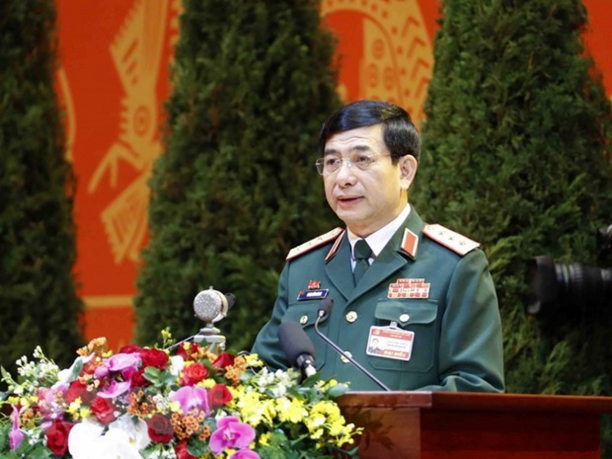 Sen. Lt. Gen. Phan Van Giang, member of the Party Central Committee, member of the Standing Board of the Central Military Commission, Chief of the General Staff of the Vietnam People's Army (VPA), and Deputy Minister of National Defence, addresses the congress (Photo: VNA)