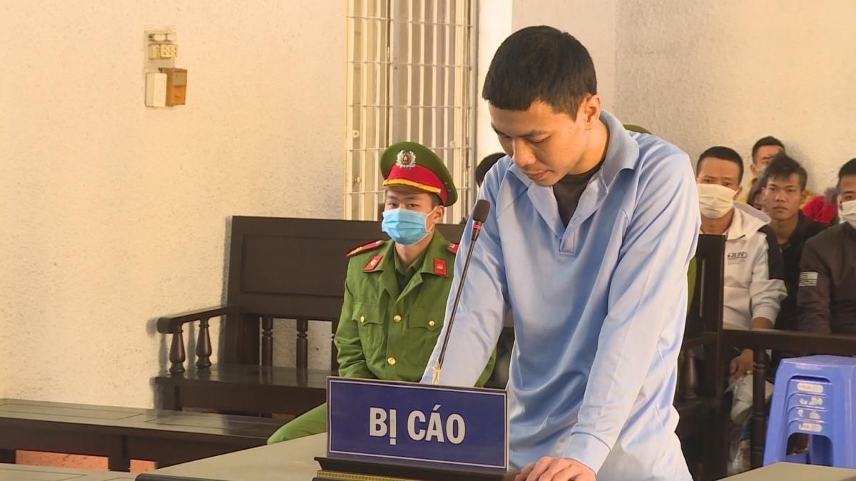 Bị cáo Nguyễn Quang Hùng tại tòa.