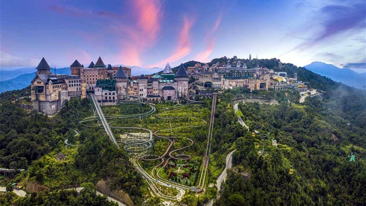 Bà Nà Hills là cái tên gắn liền như một biểu tượng của du lịch Đà Nẵng.