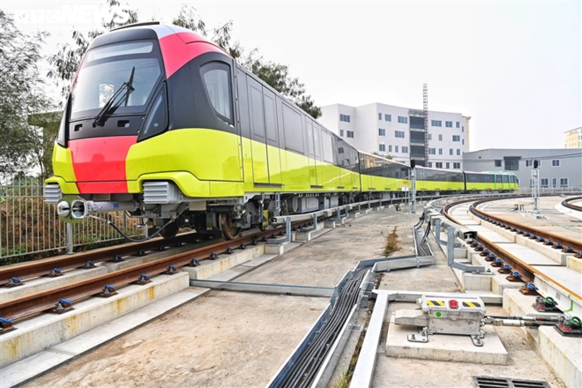 The whole line is designed to house 10 such trains, with each capable of transporting between 944 and 1,124 passengers per day and running at a speed of 35kmph on average.
