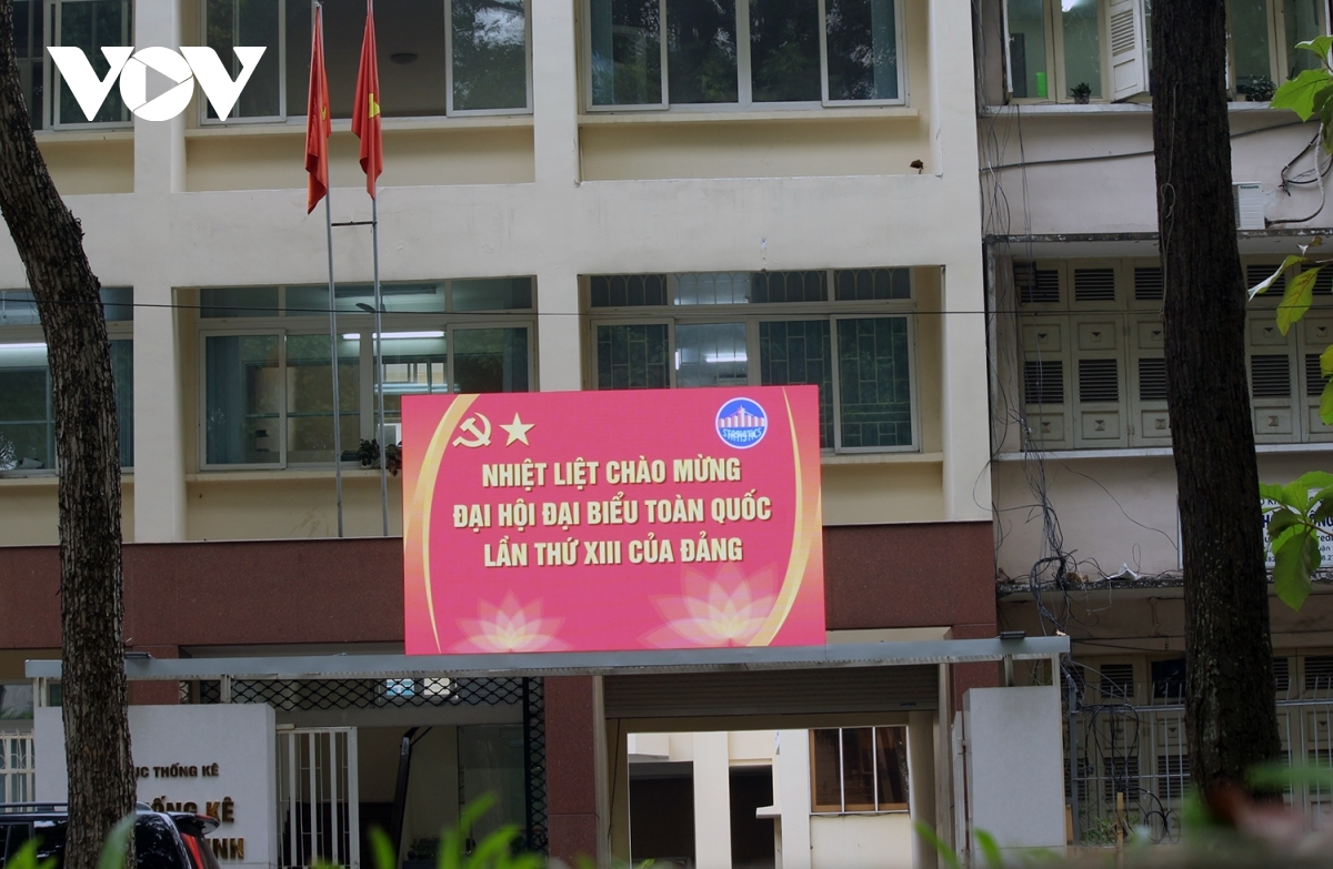 A banner celebrating the upcoming event has been put up at the headquarters of an office building.