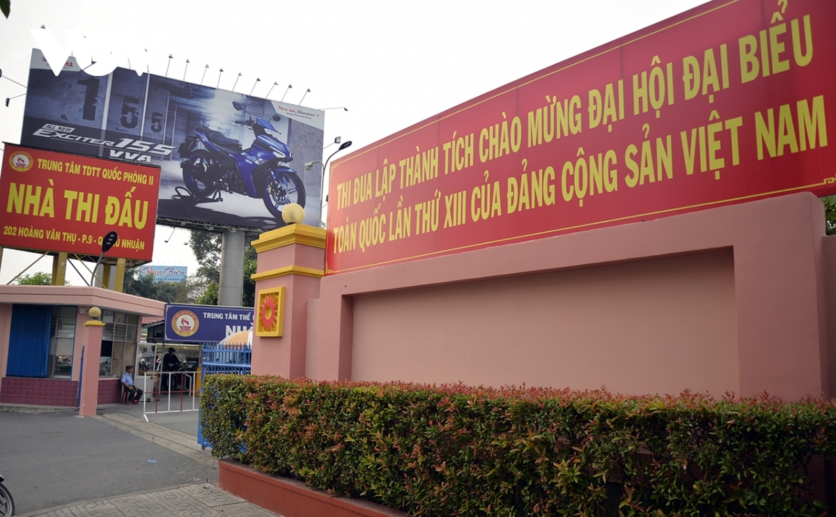 A look at the front of an office building on Hoang Van Thu street