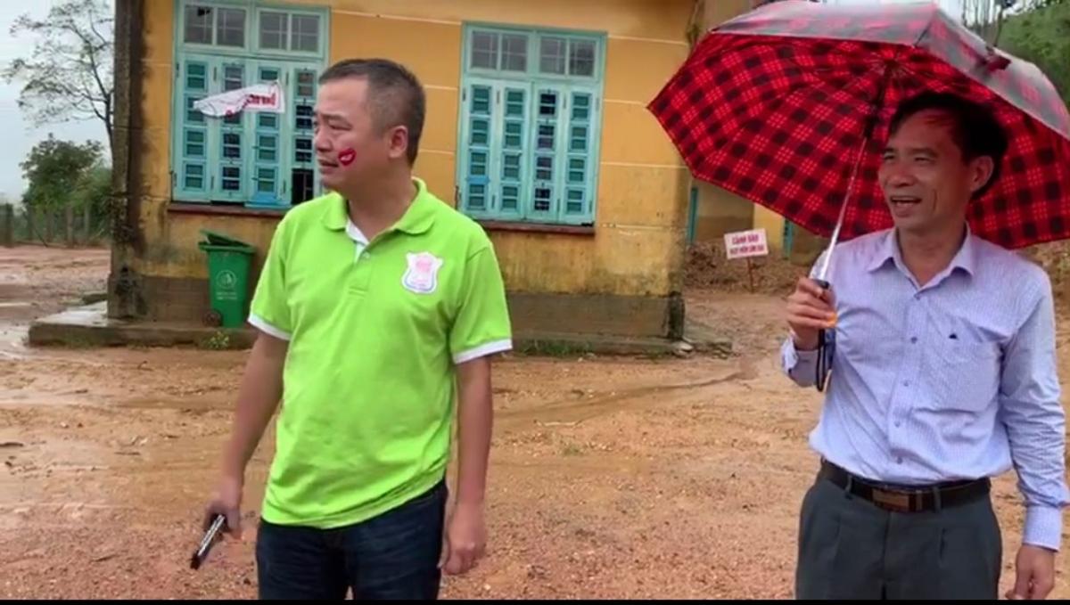 PGS TS BS Nguyễn Lân Hiếu trong chuyến đi thiện nguyện tại xã Húc, huyện Hướng Hóa, Quảng Trị tháng 10/2020