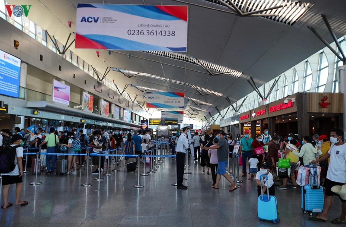 Tình trạng sân bay quá tải ngày Tết năm nào cũng diễn ra.