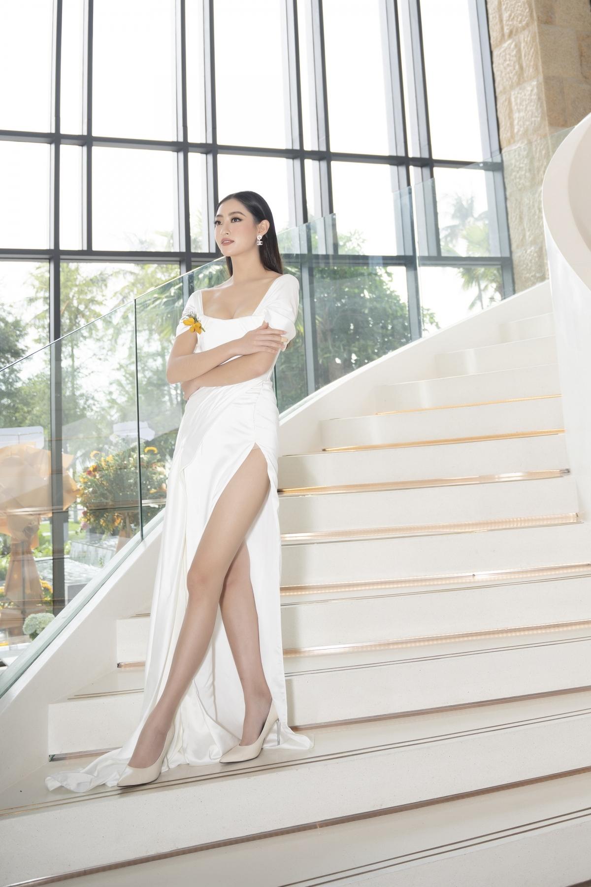 """Xứng danh """"con nhà người ta"""", Hoa hậu Lương Thuỳ Linh khiến công chúng không khỏi ngưỡng mộ bởi bảng thành tích đáng nể, đặc biệt là Ielts 7.5."""