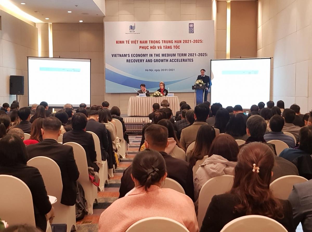 """Hội thảo """"Kinh tế Việt Nam trong trung hạn 2021-2025: Phục hồi và tăng tốc"""" do Bộ Kế hoạch và Đầu tư phối hợp với Chương trình Phát triển Liên hiệp quốc (UNDP) đồng tổ chức."""