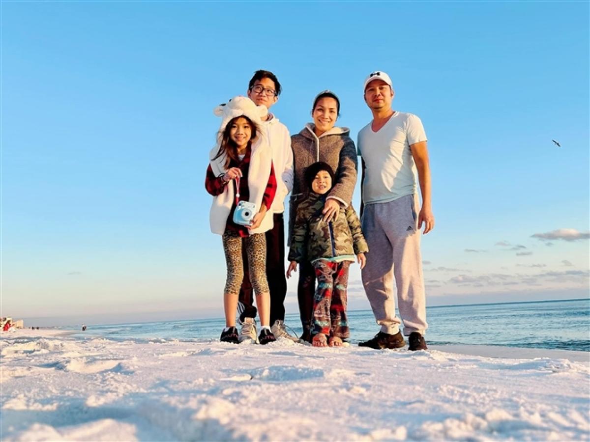 Gia đình ca sĩ Hồng Ngọc.