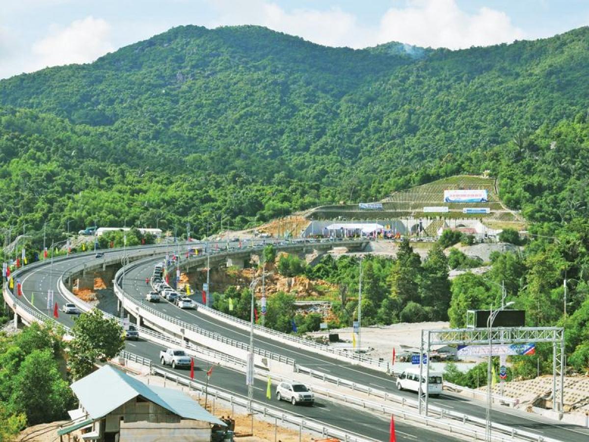Công trình hầm đường bộ trên tuyến QL1 đang phát huy sức mạnh liên kết của miền Trung.
