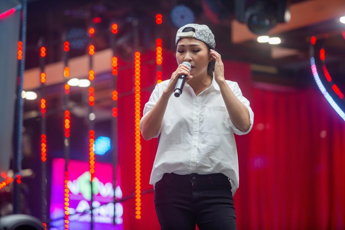 Phương Thanh ăn mặc giản dị.
