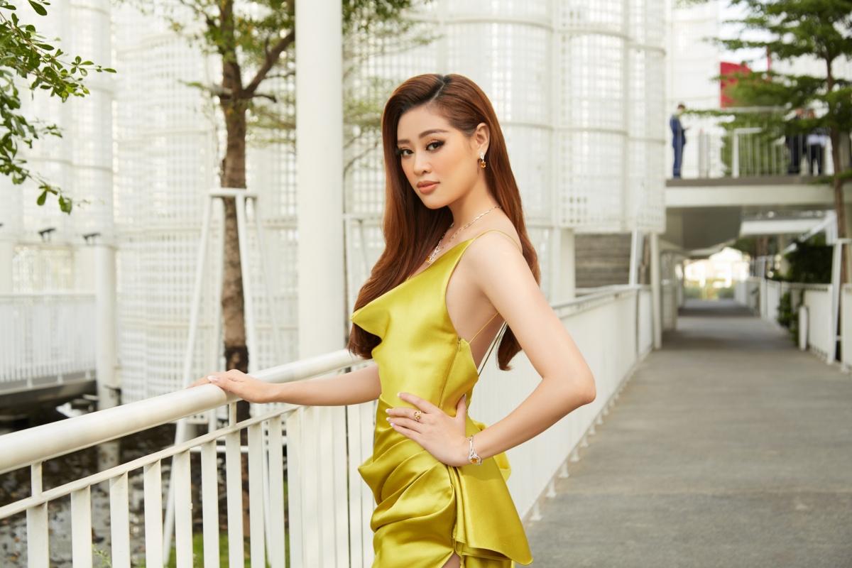 Hiện nay Khánh Vân là đại diện thương hiệu của một số nhãn hàng, đơn vị. Đáng chú ý, cô thường xuyên xuất hiện cạnh siêu mẫu Vĩnh Thụy trong nhiều sự kiện truyền thông.