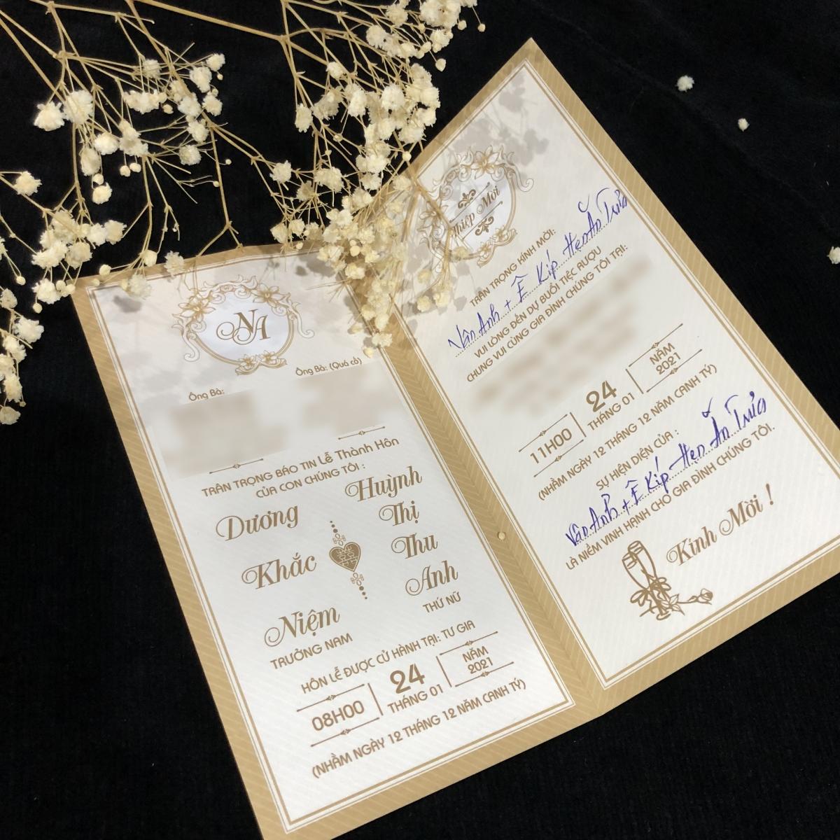 Tấm thiệp cưới của cặp đôi U50.