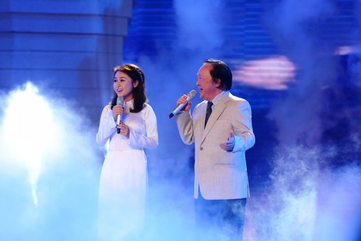 NSND Trung Kiên và cháu gái Thiện Thanh. (Ảnh: VTV)