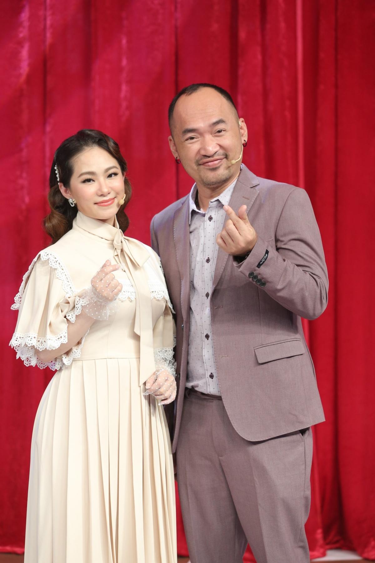 """Cũng trong tập 10, Tiến Luật chia sẻ quá trình """"vượt cạn"""" của Thu Trang và tiết lộ lý do chưa có con thứ hai."""