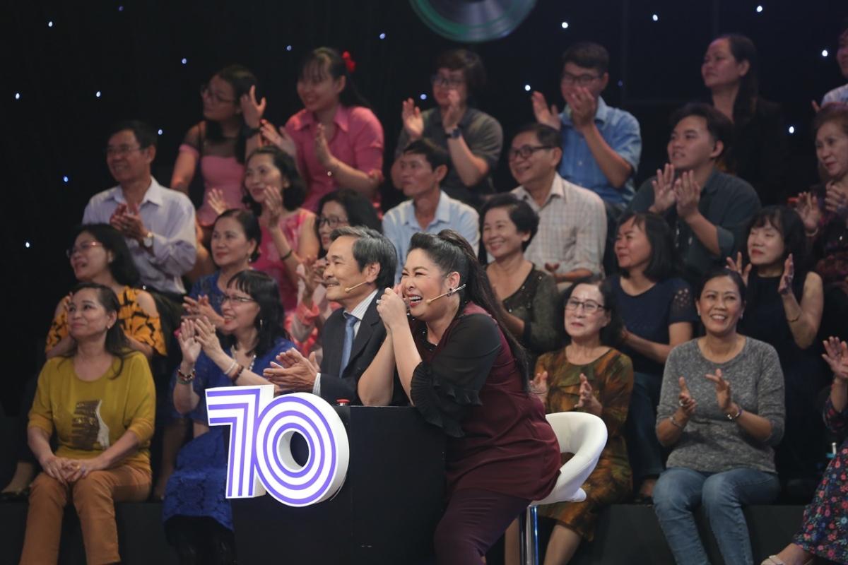 """NSND Hồng Vân tiết lộ """"mê"""" danh ca Tuấn Ngọc từ thời còn trẻ."""