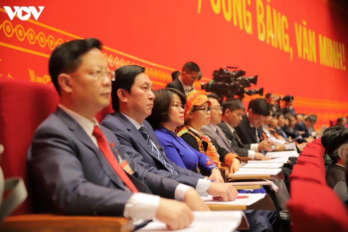 Sau khi Tổng Bí thư, Chủ tịch nước Nguyễn Phú Trọng trình bàyBáo cáo của Ban Chấp hành Trung ương Đảng khóa XII và các văn kiện trình Đại hội XIII của Đảng, các đại biểu nghỉ giải lao trong 30 phút. Sau đó,Thường trực Ban Bí thư Trần Quốc Vượng trình bày báo cáo kiểm điểm sự lãnh đạo, chỉ đạo của Ban Chấp hành Trung ương khóa XII.