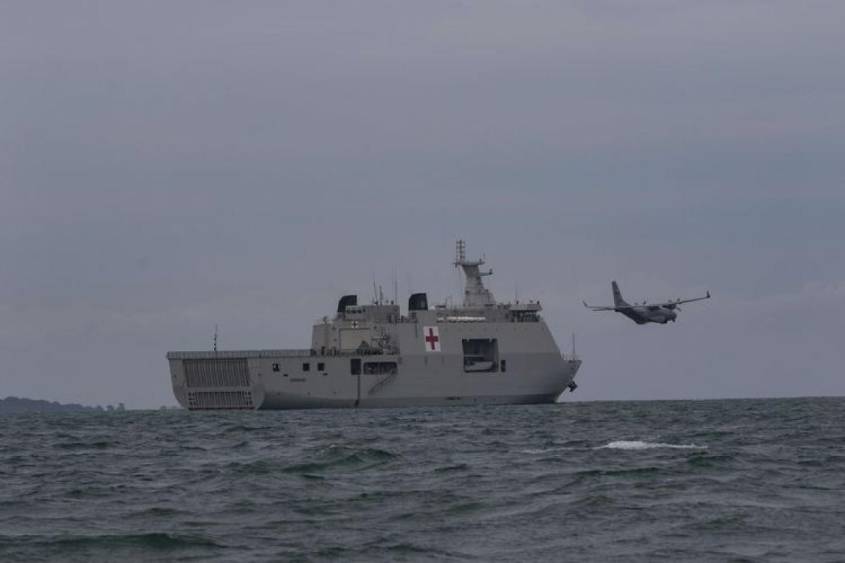 Quân đội Indonesia huy động phương tiện tìm kiếm máy bay gặp nạn.