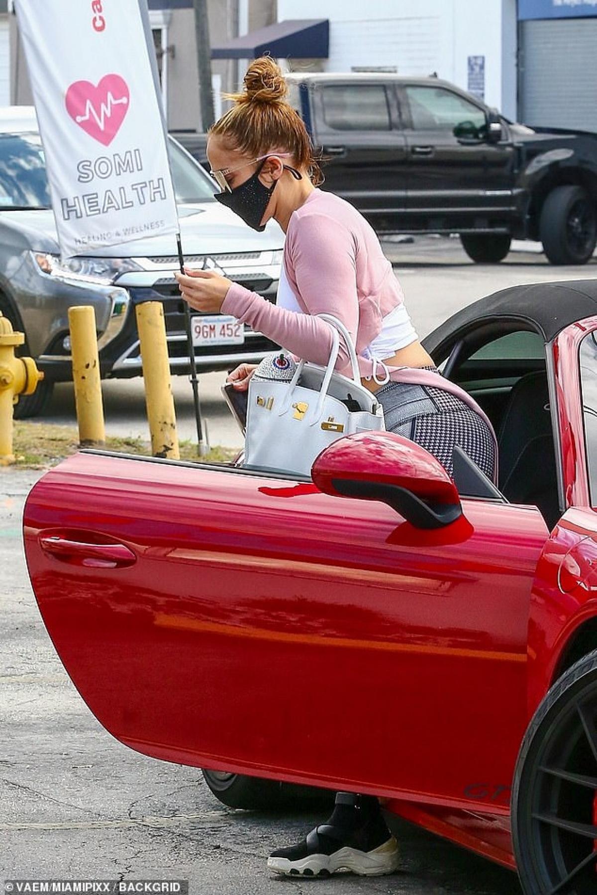 Jennifer Lopez cho biết, dù bận rộn đến mấy nhưng cô vẫn tranh thủ sắp xếp thời gian để đi tập luyện thể thao.